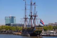 Nachbau Eines Alten Kriegsschiffs In Amsterdam