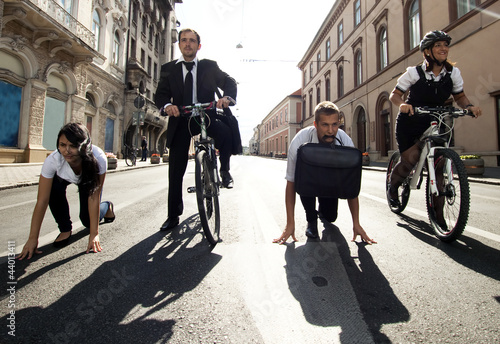 Photographie Businesspeople competing with bicycles and running in the city