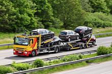 Autotransporter Auf Der Autobahn