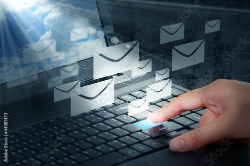 recznie-nacisnac-przycisk-i-e-mail