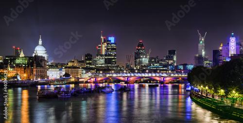 Foto op Canvas Londen London skyline by night