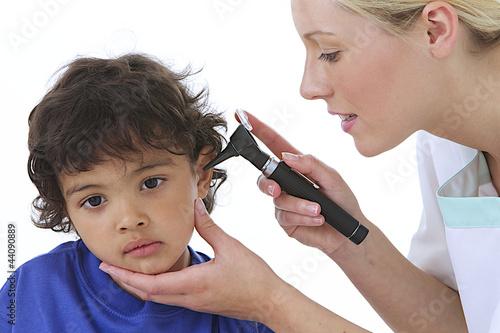 Foto  Enfant - Examen ORL