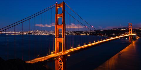 Panel Szklany Optyczne powiększenie Panoramic view of the Golden Gate bridge by night in San Francis
