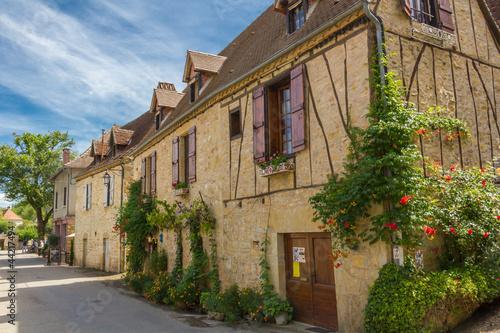 rue-d-39-autoire-piekna-wioska-francji