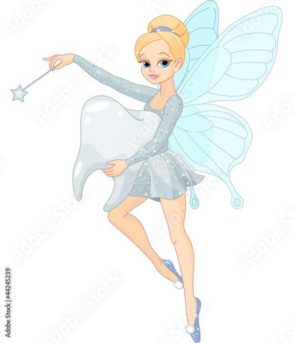 urocza-wrozka-latajaca-z-zebem