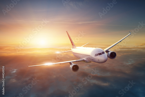 Foto op Plexiglas Vliegtuig Airplane in the sky at sunset