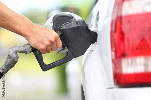 Valokuvatapetti Pumping gas at gas pump