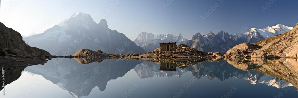 Fototapeta Monte Bianco e Alpi riflesse nel Lago Bianco