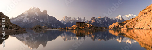 Cadres-photo bureau Lavende Monte Bianco e Alpi riflesse nel Lago Bianco