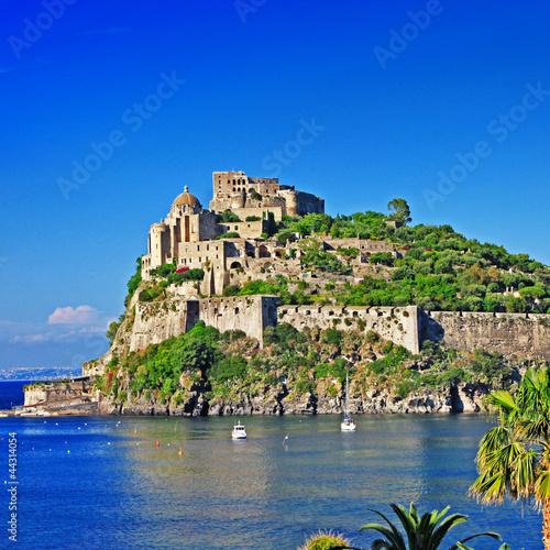 Foto auf AluDibond Neapel view of medieval Aragonese castle. Ischia island