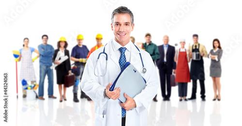 lekarz-i-grupa-pracownikow
