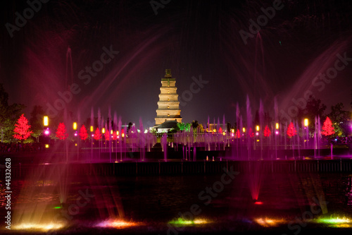 Foto op Aluminium Xian Illuminated water show at 1300-year-old Big Wild Goose Pagoda