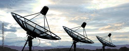 Obraz satellite dish antennas on sky - fototapety do salonu