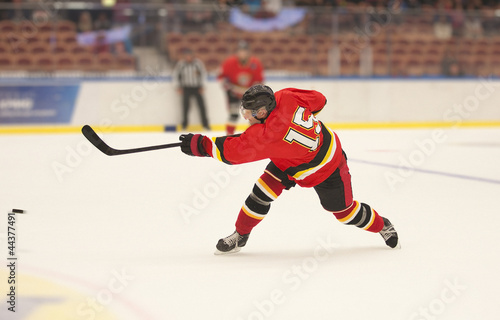 Photo  Ice Hockey Slapshot