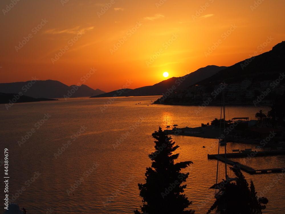 Zachód słońca w Neum
