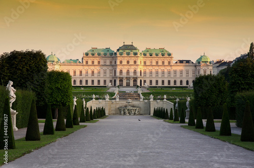 Photo sur Toile Vienne Baroque castle Belvedere in Vienna, Austria