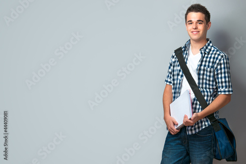 Photo Teenager mit Schultasche