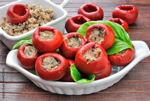 Fototapeta Preparazione peperoncini tondi ripieni