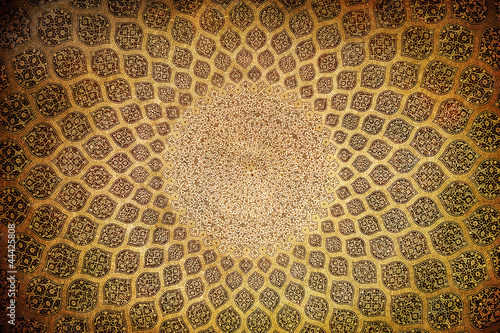 Photo  Dome of the mosque, oriental ornaments from Isfahan, Iran