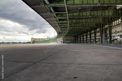 Obraz na plátně  HDR - Tempelhof