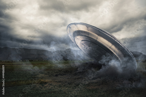Tuinposter UFO UFO crashing on a crop field