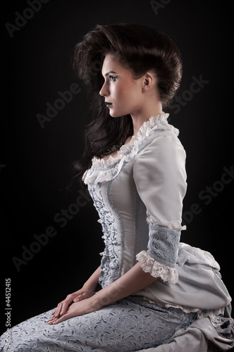 Fotografía portrait of vampire woman aristocrat with stage makeup isolated
