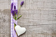 Lavendel und Herz mit Schleife