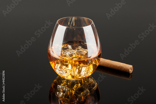 Whiskey & Cigar 3