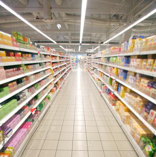 Fotografía  supermarket perspective