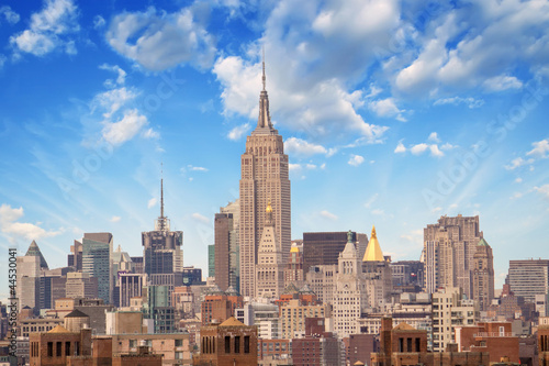 Fototapeta NEW YORK CITY - MARCH 12: The Empire State Building shines in th