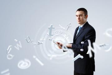 Biznesmen robi prezentaci