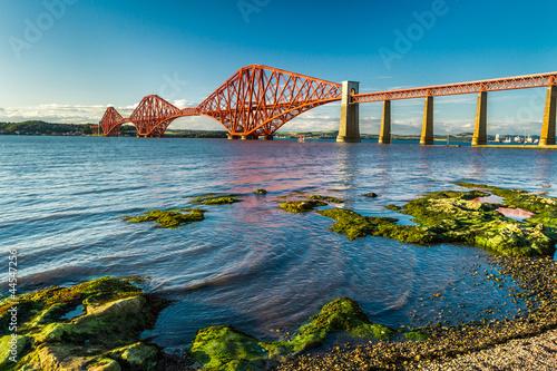 Foto auf Gartenposter Bridges Small bay near Firth of Forth Bridge in Scotland