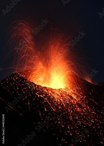 Staande foto Vulkaan Volcano crater with lava eruption