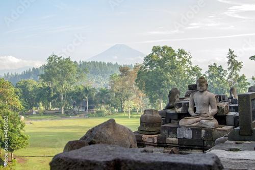 Foto op Plexiglas Indonesië View on Merapi volcano from Borobudur temple