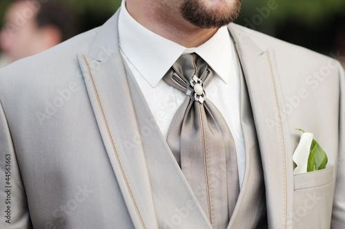 Photo Elegant decoration on man wedding suit