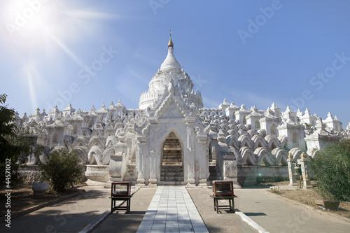 Poster de jardin Monument white temple, Myanmar