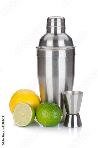 Fotografia  Cocktail shaker with measuring cup and citruses