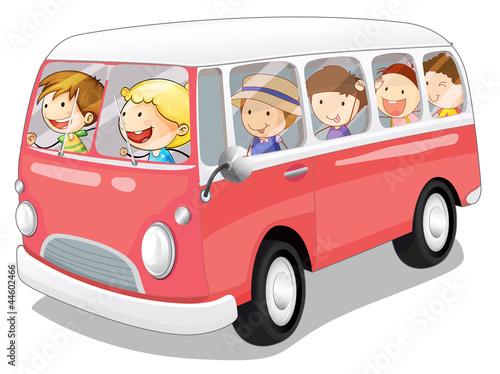 autobusik-z-dziecmi