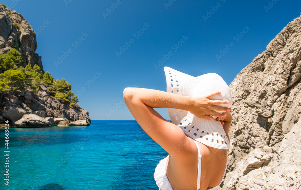 Fototapety, obrazy: Young woman in white hat looking at sea