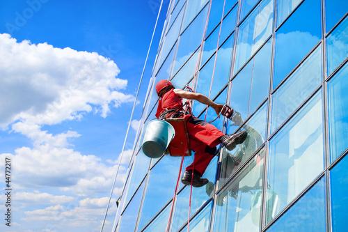 Fotografía  Edificio alto cargo limpiador de ventanas
