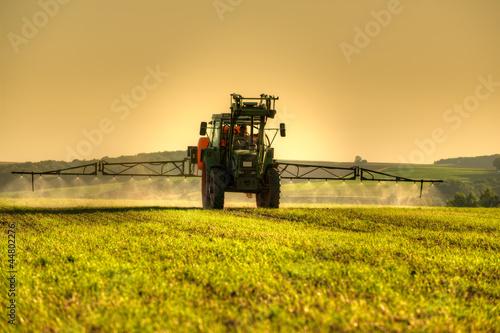 Photo  traktor bei der arbeit 2