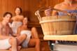 Leinwandbild Motiv Vier Freunde in der Sauna eines Thermalbades