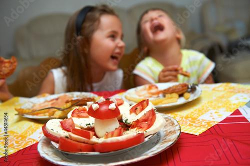 Fotografie, Obraz  Kinder beim Essen