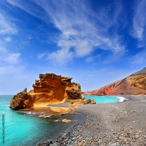 lanzarote-the-gulf-lake-of-the-clicos