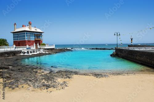 Deurstickers Canarische Eilanden Arrieta Haria beach in Lanzarote coast at Canaries