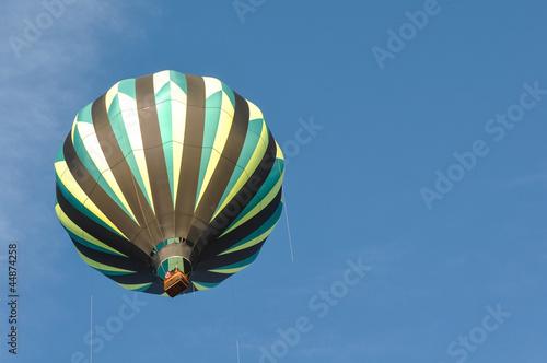 In de dag Ballon Green and Black Hot Air Balloon
