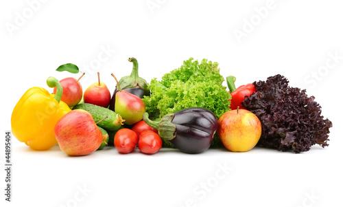zbior-owocow-i-warzyw-na-bialym-tle