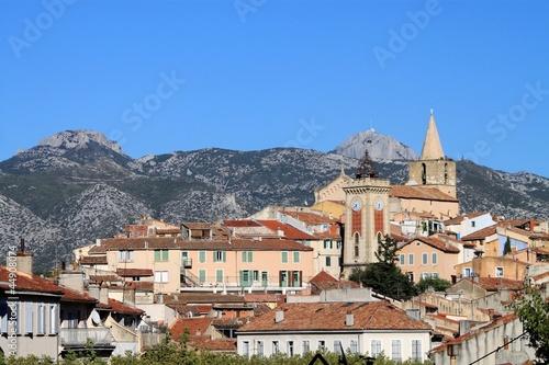 Massif de la Sainte Baume et vieille ville d'Aubagne