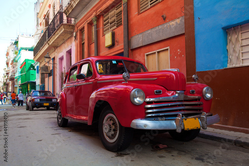 Poster Cubaanse oldtimers Vintage red car on the street of old city, Havana, Cuba