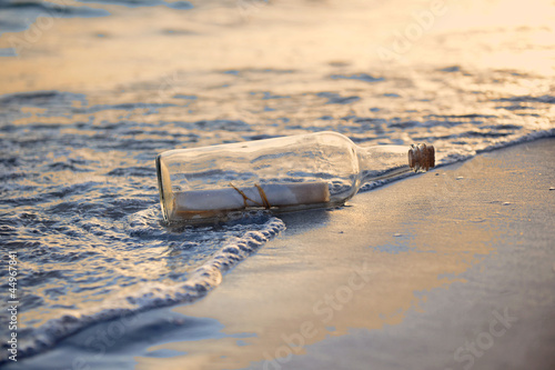 Valokuva  Message in a Bottle st Sunset